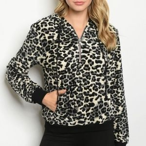 LADIE'S ANIMAL PRINT PULLOVER TOP